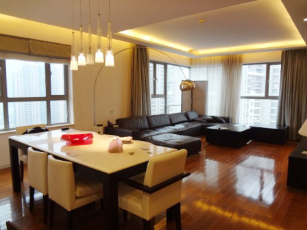 Nice high rise apartment in Lujiazui CBD
